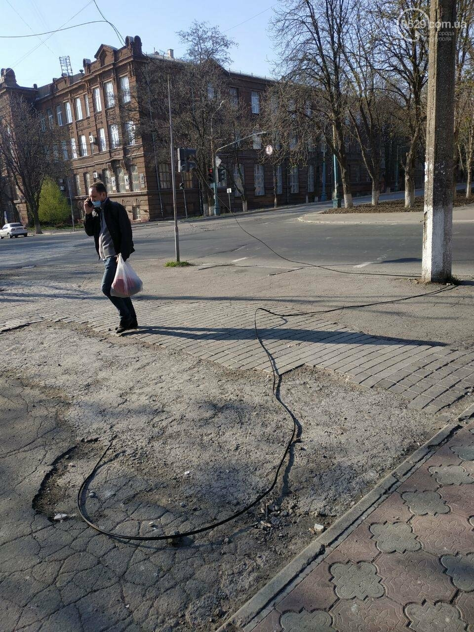 В Мариуполе фура сорвала провода и скрылась, - ФОТО, фото-3