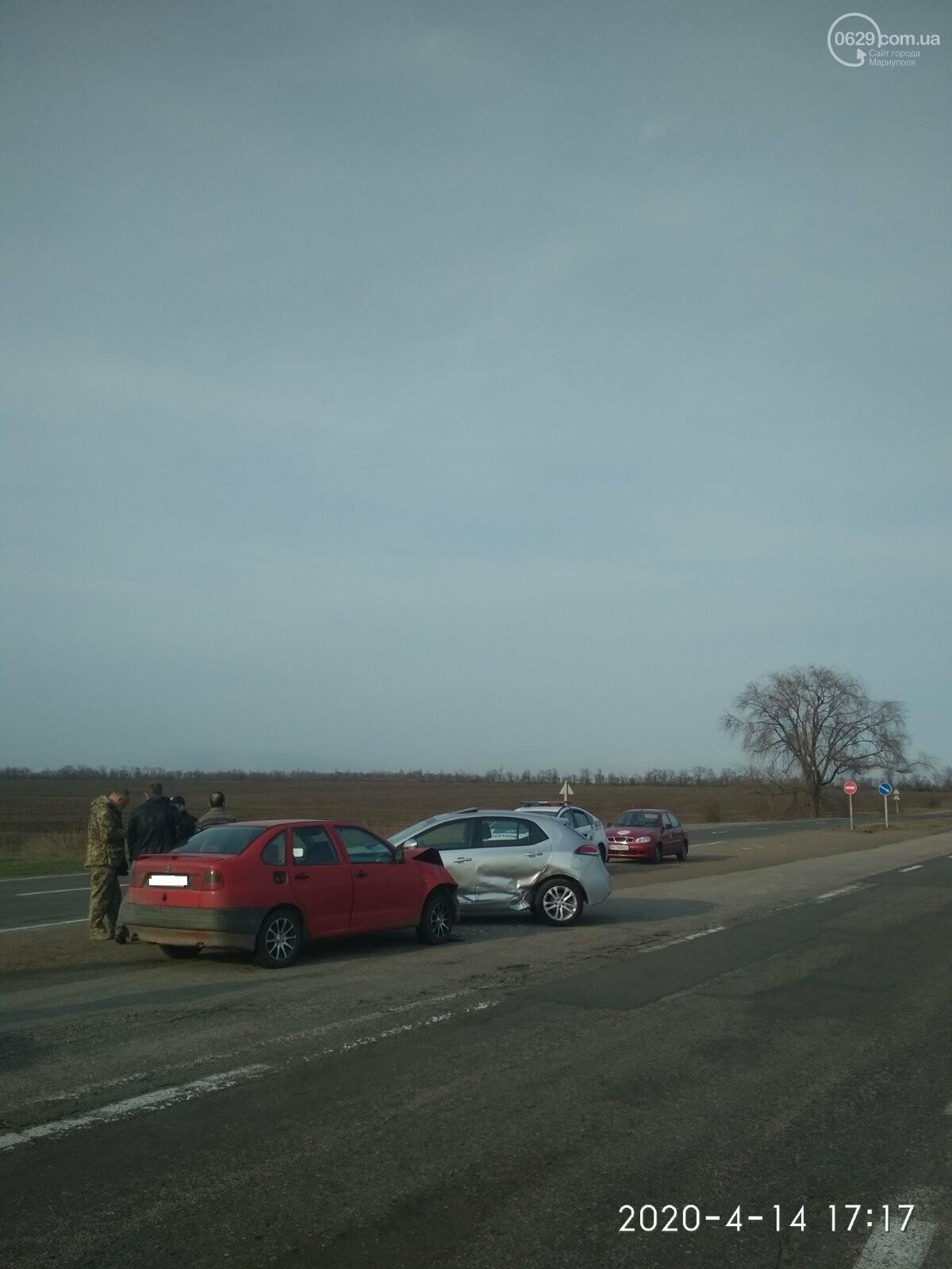 На трассе под Мариуполем столкнулись MG и SEAT, - ФОТО, фото-1