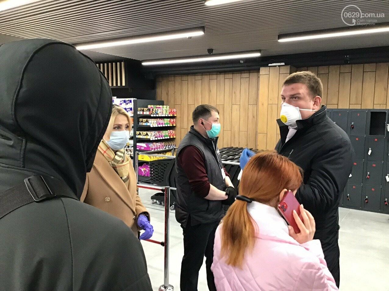 Мариупольцы в нарушение карантина штурмуют новый супермаркет, - ФОТО, ВИДЕО, фото-1