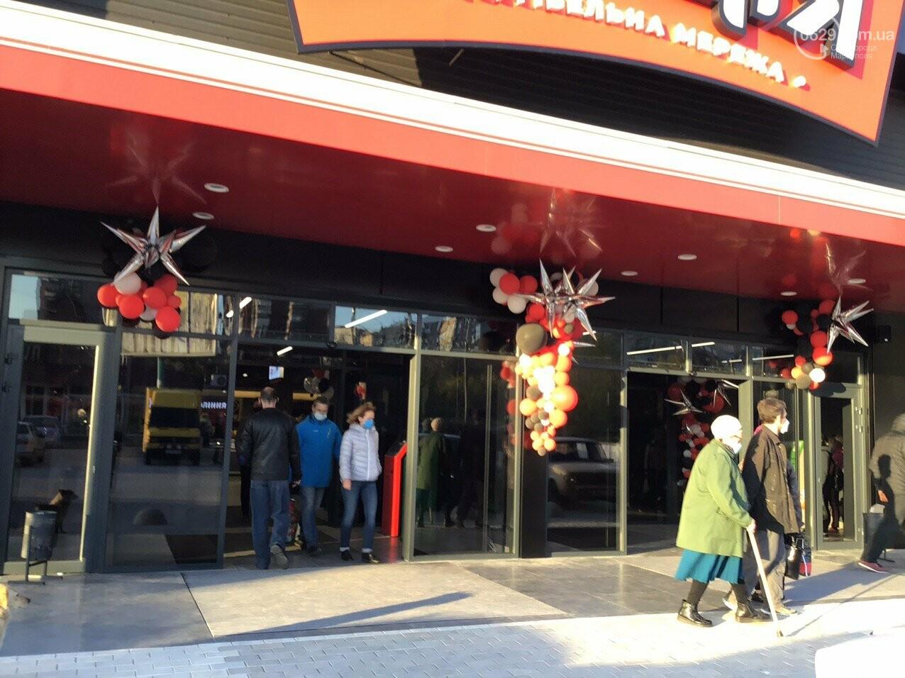 Скандальный супермаркет в Мариуполе возобновил свою работу после отъезда полиции, - ФОТО, фото-1