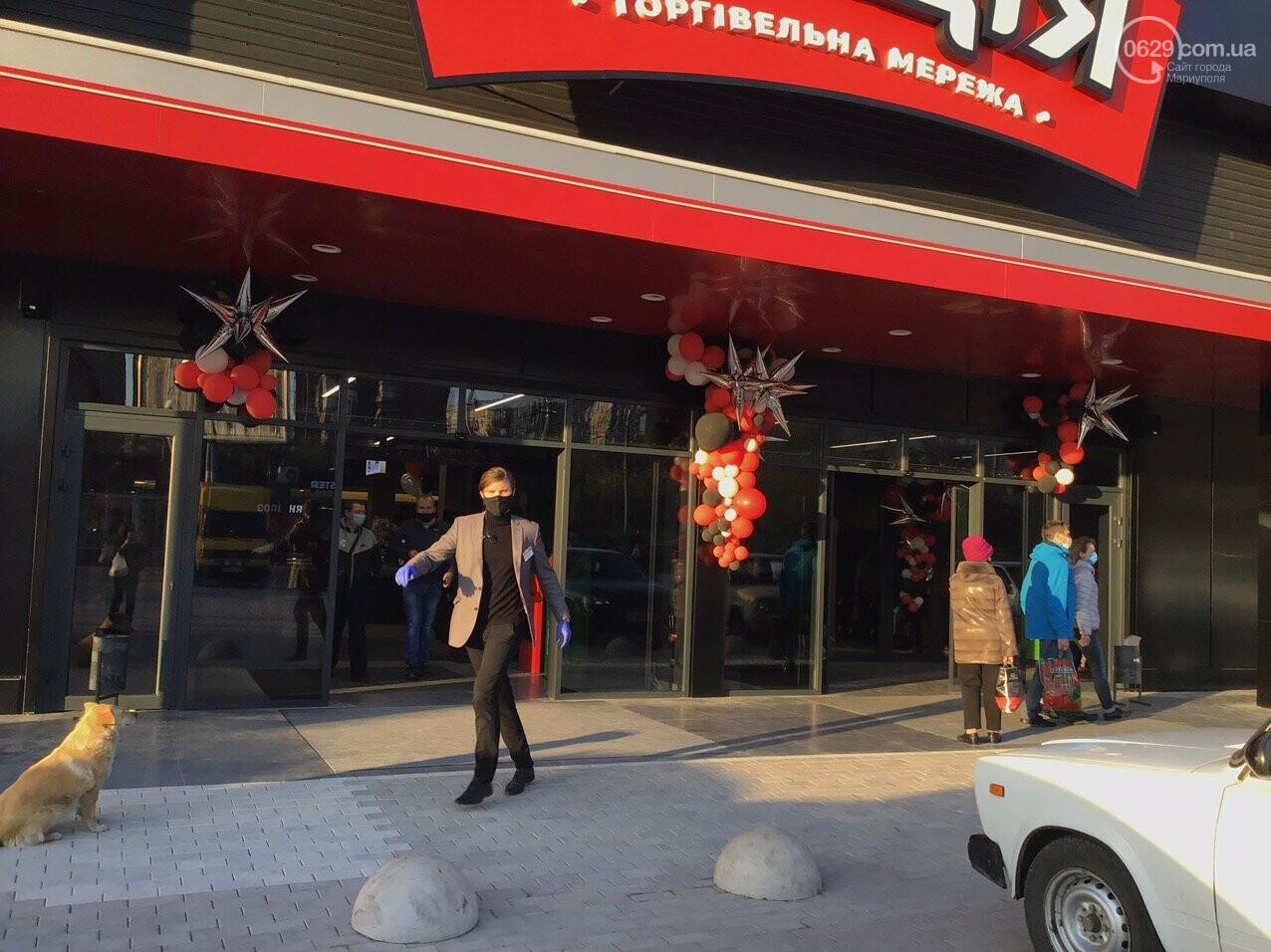 Скандальный супермаркет в Мариуполе возобновил свою работу после отъезда полиции, - ФОТО, фото-6