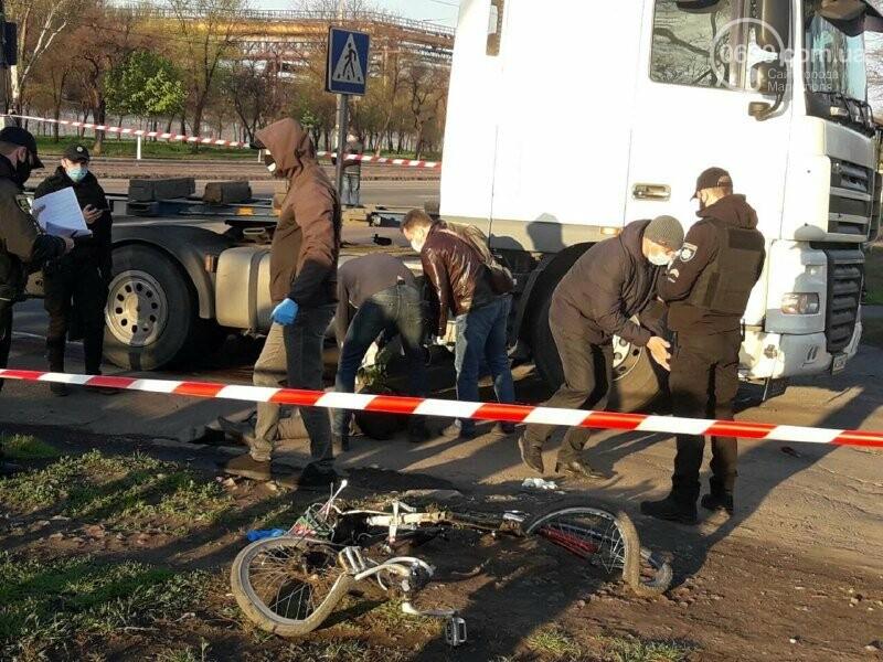 В Мариуполе фура насмерть сбила велосипедиста, - ФОТО, фото-2