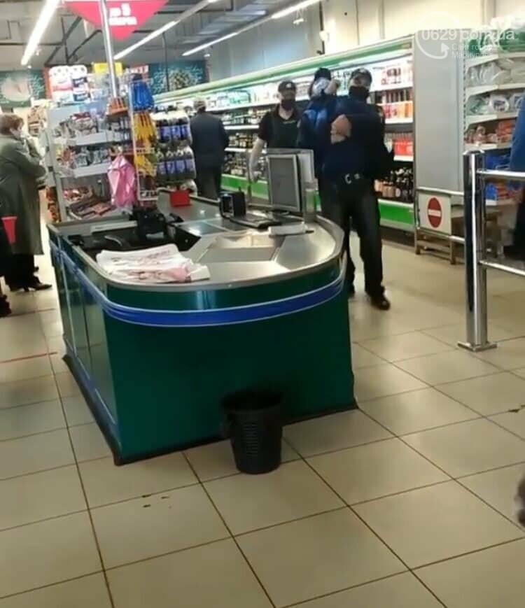 Полиция заломила руки мариупольцу, который хотел зайти в супермаркет без маски, - ФОТО, фото-5