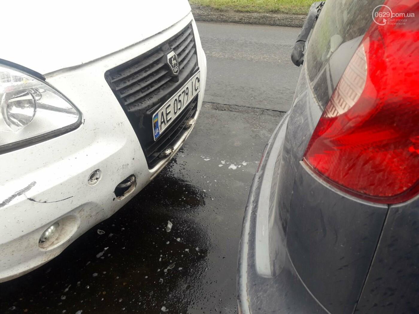 Машина в хлам, есть пострадавшие. В Мариуполе на перекрестке произошло ДТП, - ФОТО, фото-3