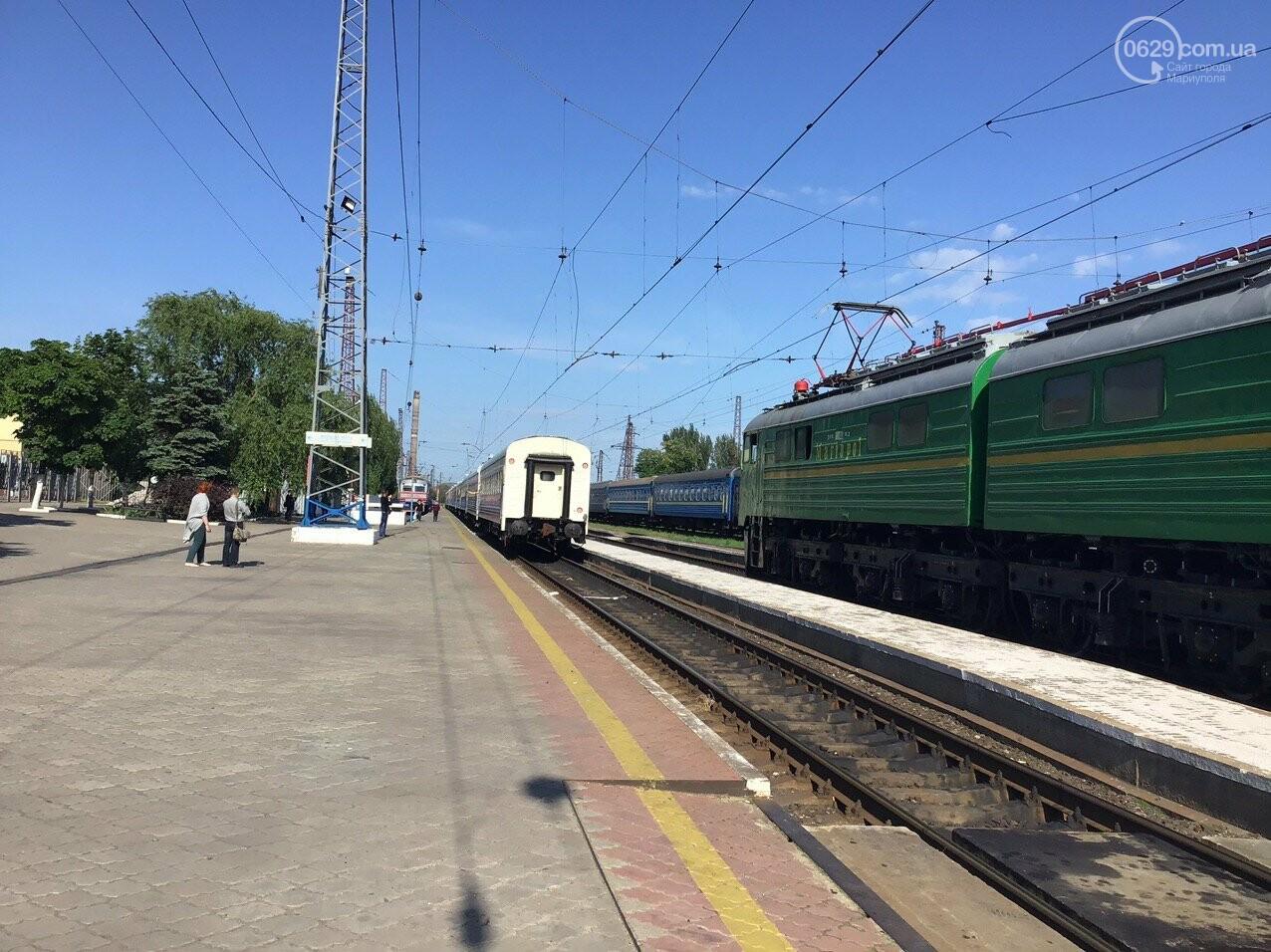 Из Мариуполя отправился первый поезд в Киев, - ФОТОРЕПОРТАЖ, ВИДЕО, фото-12