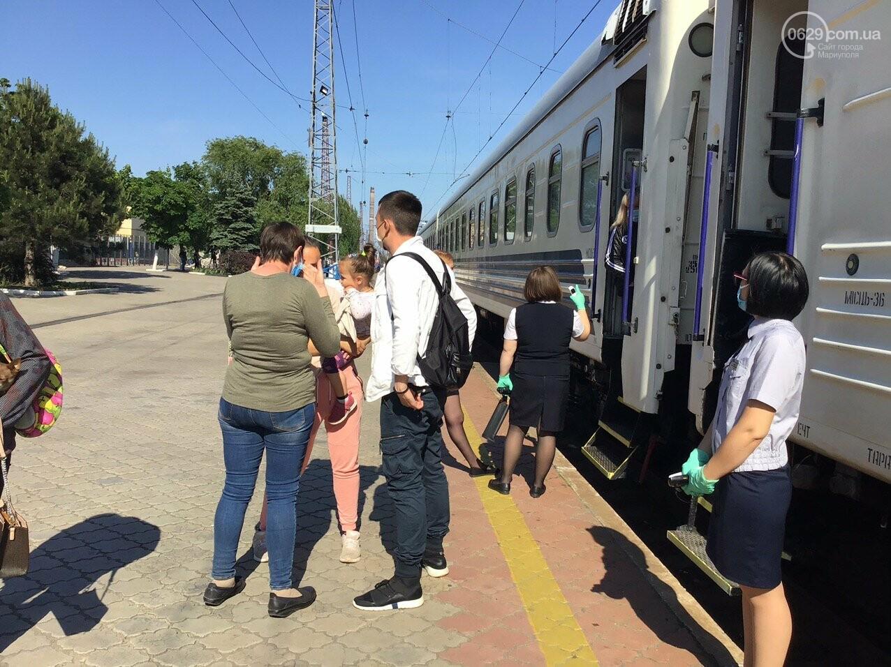 Из Мариуполя отправился первый поезд в Киев, - ФОТОРЕПОРТАЖ, ВИДЕО, фото-6