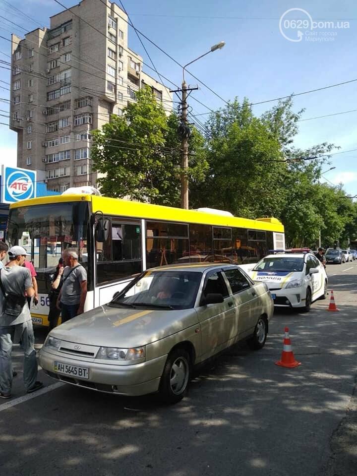 В Мариуполе  водитель ВАЗа сбил кондуктора автобуса,- ФОТО, фото-3
