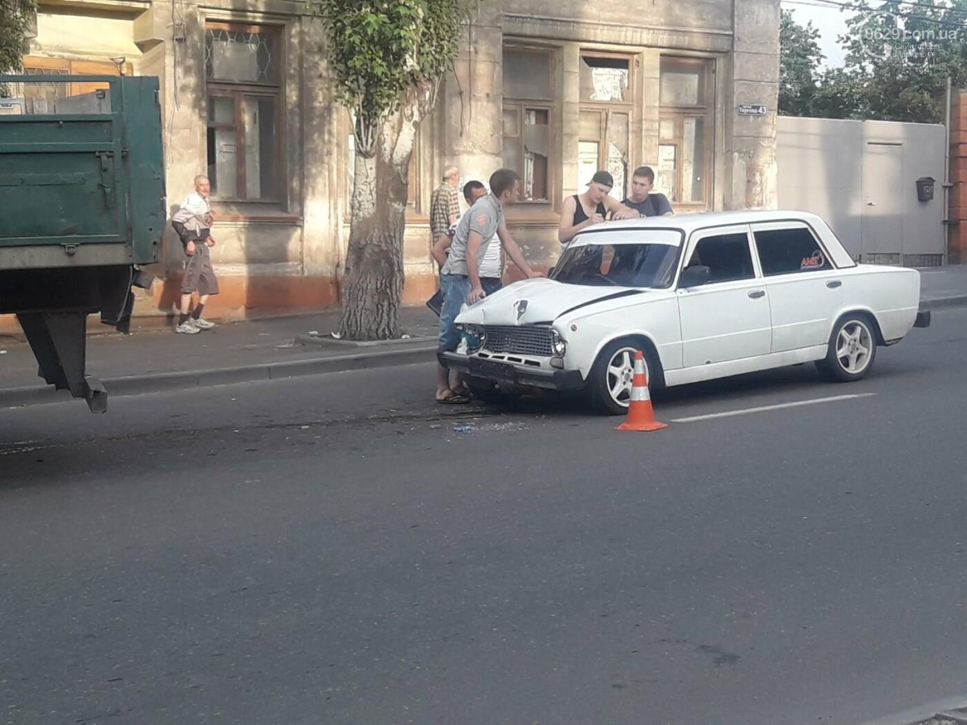 В Мариуполе «копейка» влетела в грузовик. Пострадала девушка, - ФОТО, фото-1