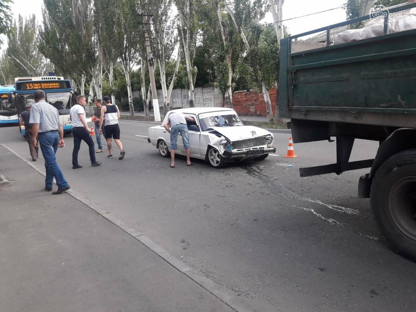 В Мариуполе «копейка» влетела в грузовик. Пострадала девушка, - ФОТО, фото-5