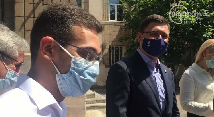 Мэр Мариуполя теперь ходит в специальной маске, - ФОТО, фото-3