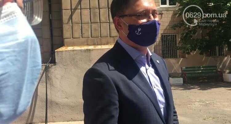Мэр Мариуполя теперь ходит в специальной маске, - ФОТО, фото-2
