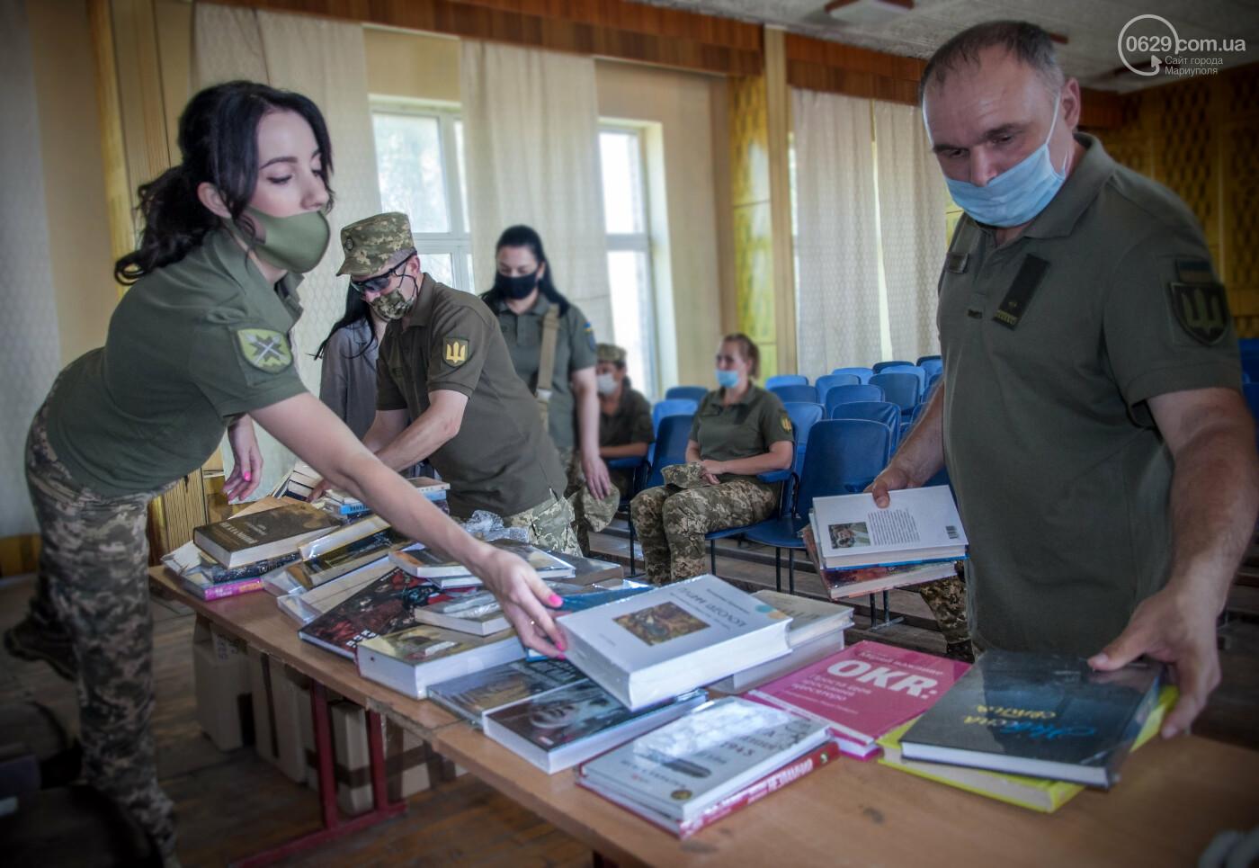Библиотека Для Героев: Yakaboo передала украинским военным в Мариуполе 400 книг, - ФОТО, фото-3