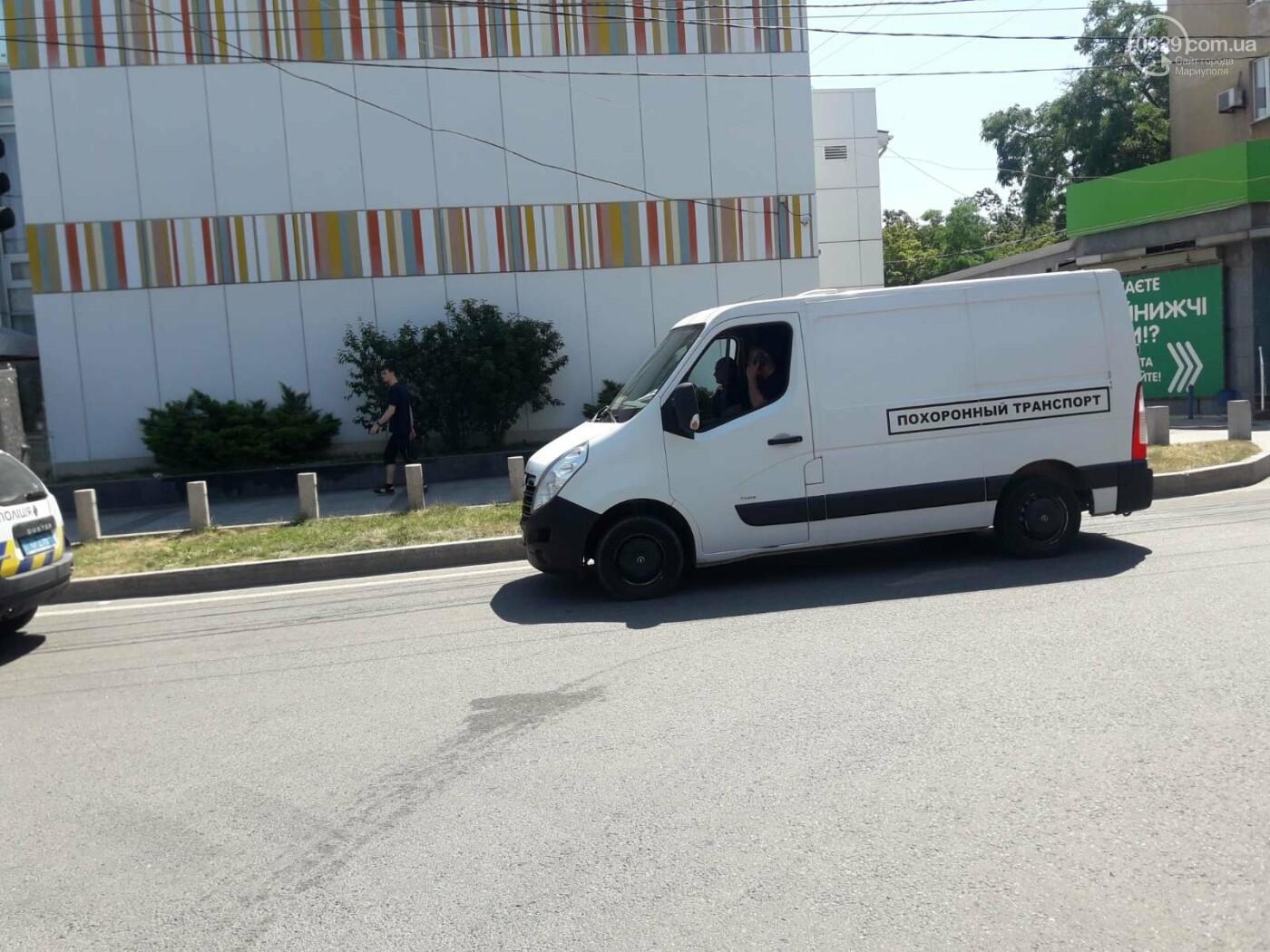 В центре Мариуполя внезапно умер мужчина, - ФОТО, фото-3