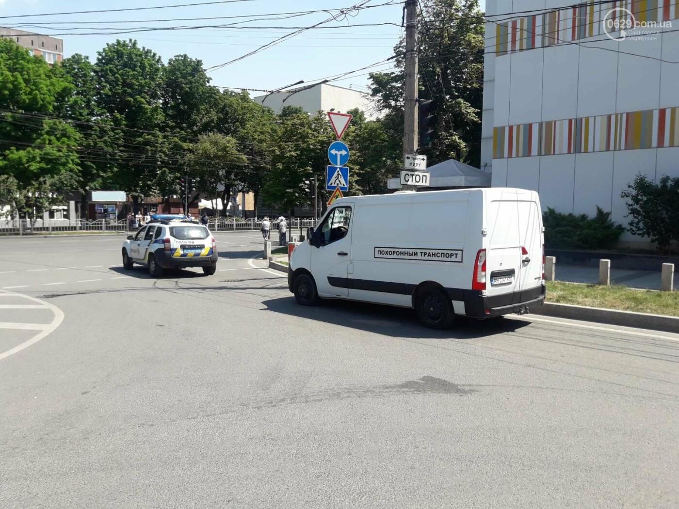 В центре Мариуполя внезапно умер мужчина, - ФОТО, фото-1