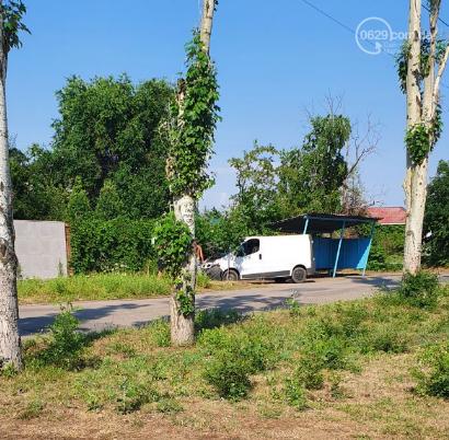 В Мариуполе микроавтобус снес столб, - ФОТО, фото-1
