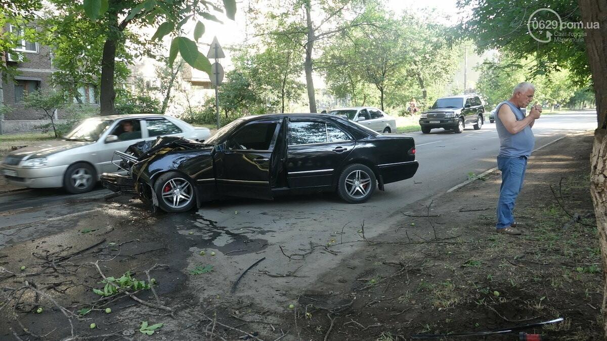 В Мариуполе Мерседес влетел в дерево. Пострадал водитель, - ФОТО, ВИДЕО, фото-11
