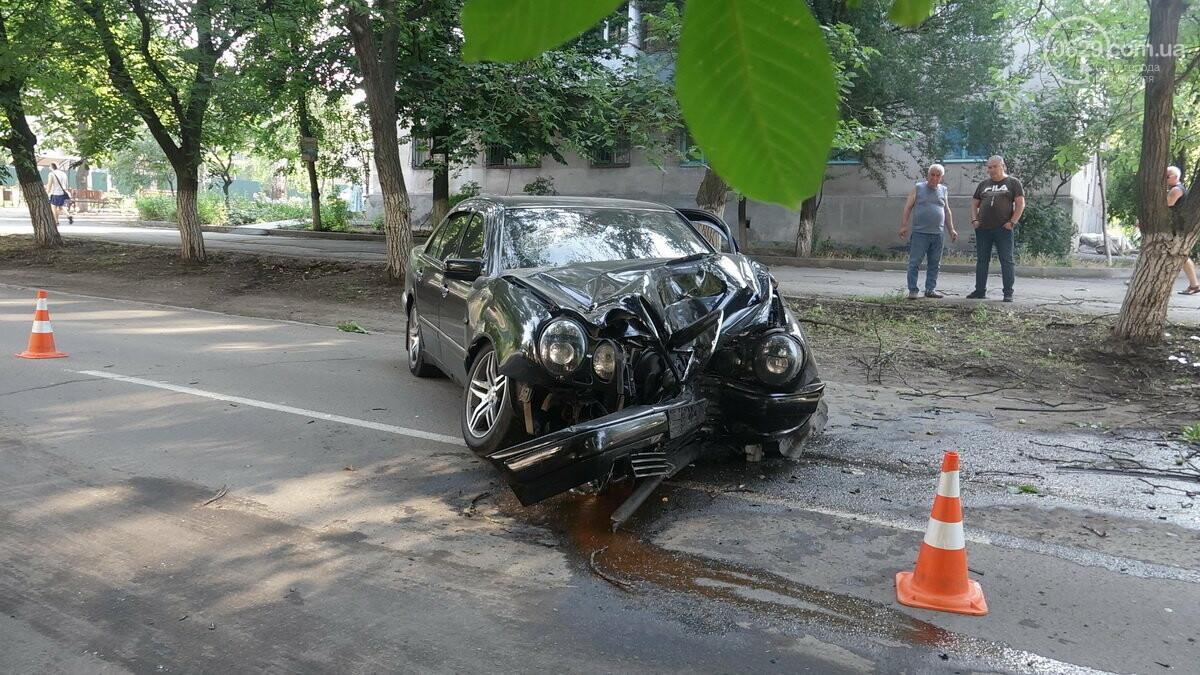 В Мариуполе Мерседес влетел в дерево. Пострадал водитель, - ФОТО, ВИДЕО, фото-8