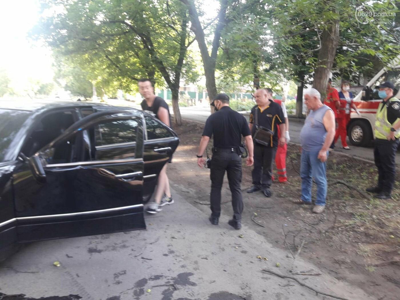 В Мариуполе Мерседес влетел в дерево. Пострадал водитель, - ФОТО, ВИДЕО, фото-1