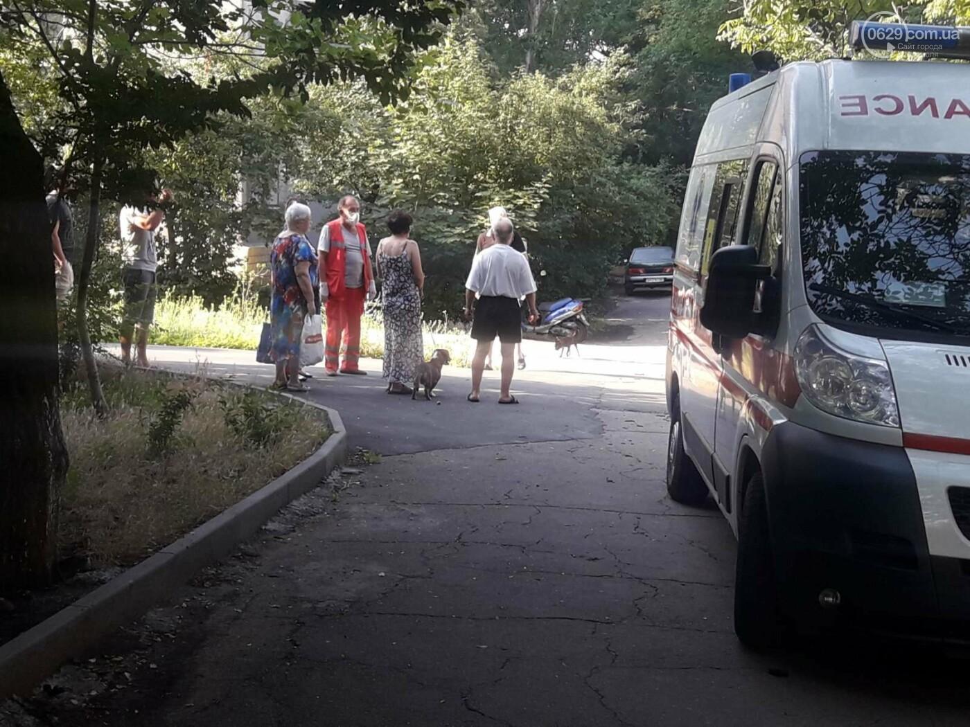 В Мариуполе Мерседес влетел в дерево. Пострадал водитель, - ФОТО, ВИДЕО, фото-5