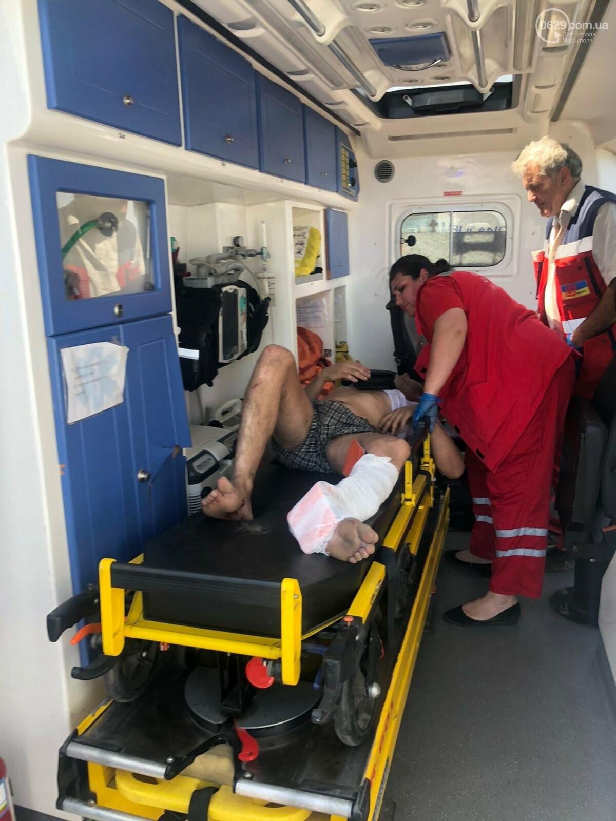 Серьезная авария в Кальмиусском районе. ВАЗ с пассажирами вылетел в кювет, четверо пострадавших, - ФОТО, фото-2