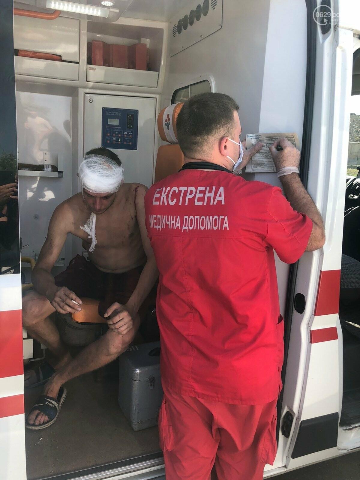 Серьезная авария в Кальмиусском районе. ВАЗ с пассажирами вылетел в кювет, четверо пострадавших, - ФОТО, фото-4