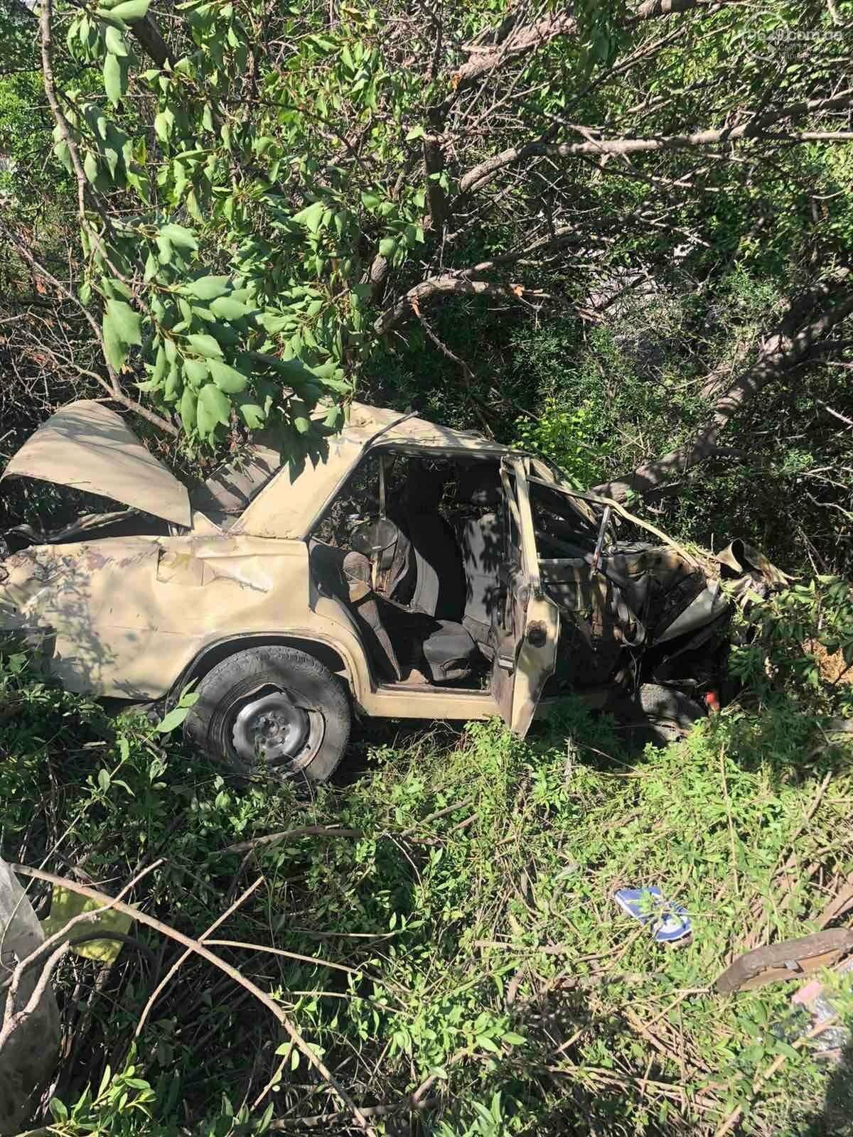 Серьезная авария в Кальмиусском районе. ВАЗ с пассажирами вылетел в кювет, четверо пострадавших, - ФОТО, фото-1