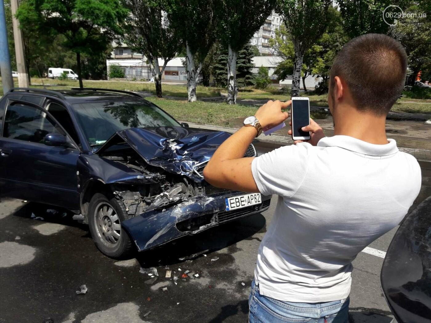 В Мариуполе Audi на полном ходу врезался в ВАЗ. Есть пострадавший, - ФОТО, фото-2