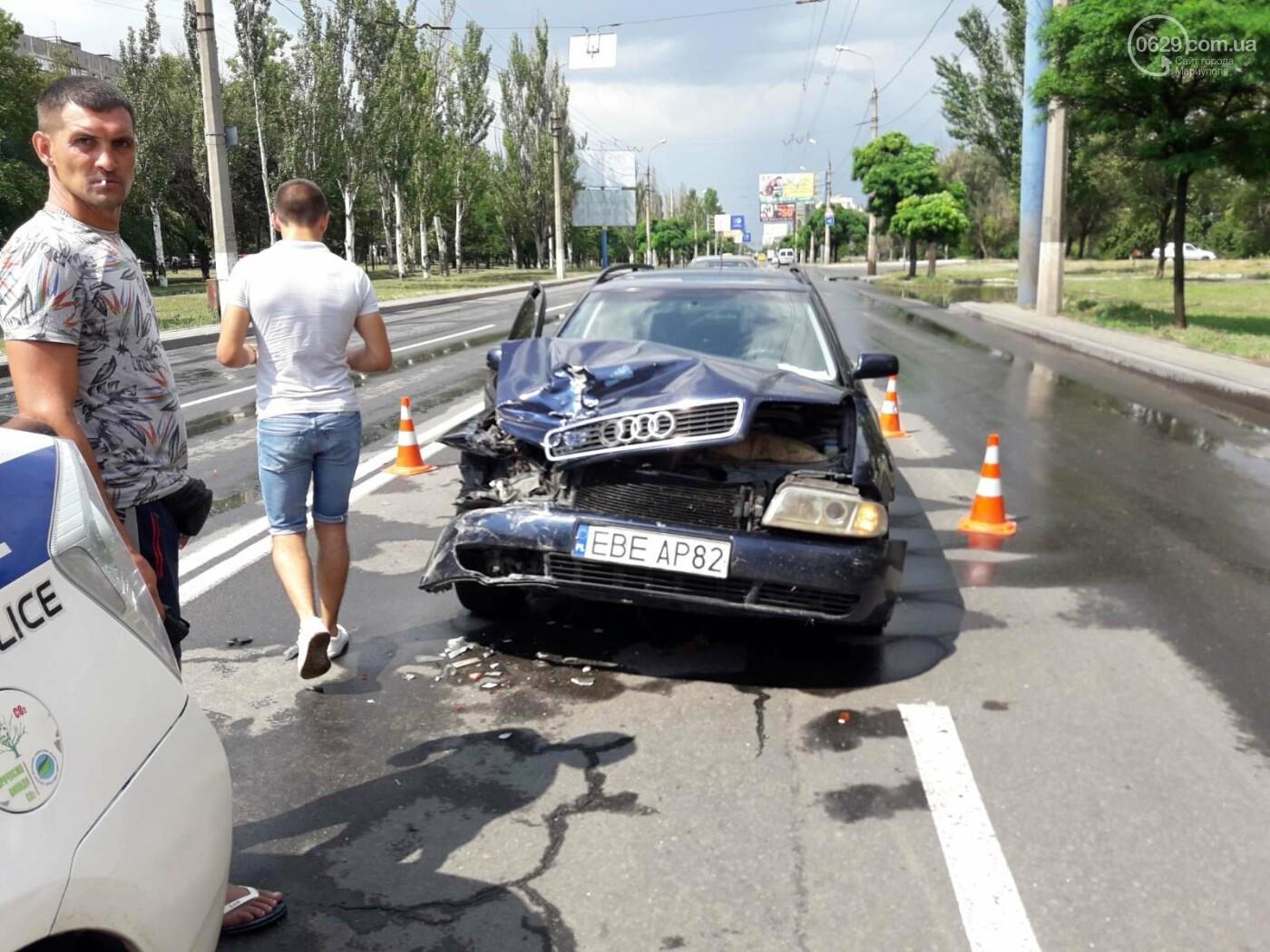В Мариуполе Audi на полном ходу врезался в ВАЗ. Есть пострадавший, - ФОТО, фото-5