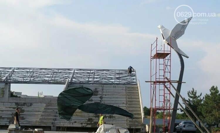 На площади в Мариуполе установили гигантского голубя,- ФОТО, фото-1