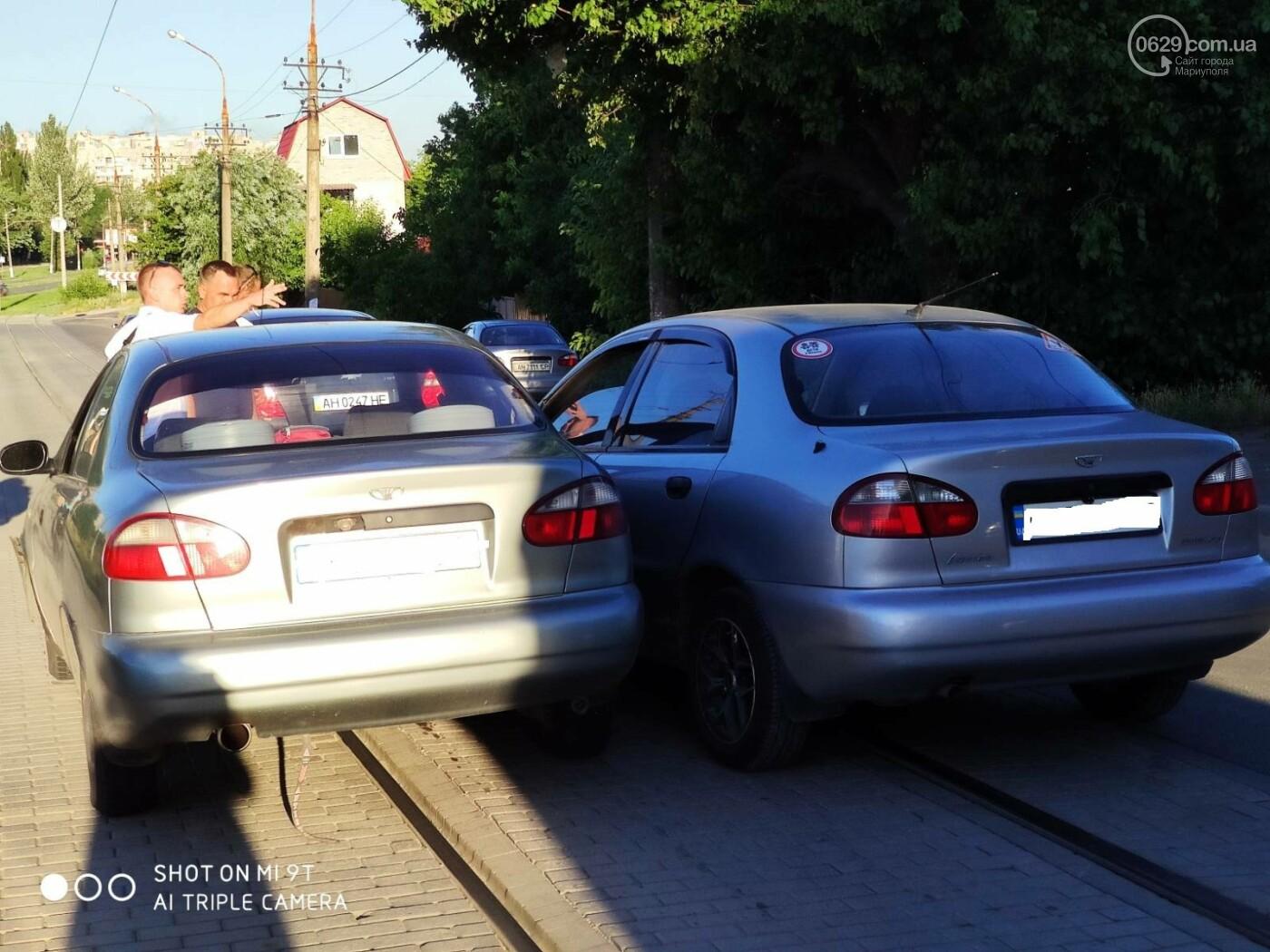 В Мариуполе два Daewoo столкнулись на трамвайных рельсах, - ФОТО, фото-1