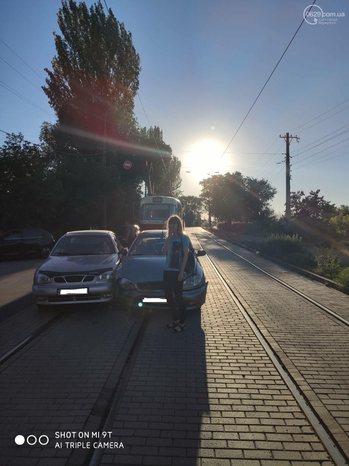 В Мариуполе два Daewoo столкнулись на трамвайных рельсах, - ФОТО, фото-2