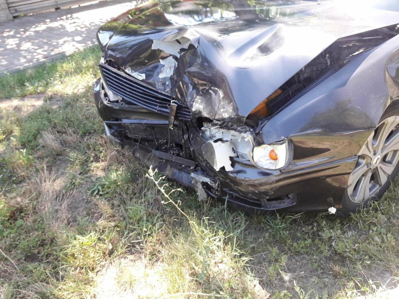 Снова ДТП! В Мариуполе на опасном перекрестке столкнулись Nissan и Mercedes. Пострадала девушка-водитель, - ФОТО, ВИДЕО, фото-2