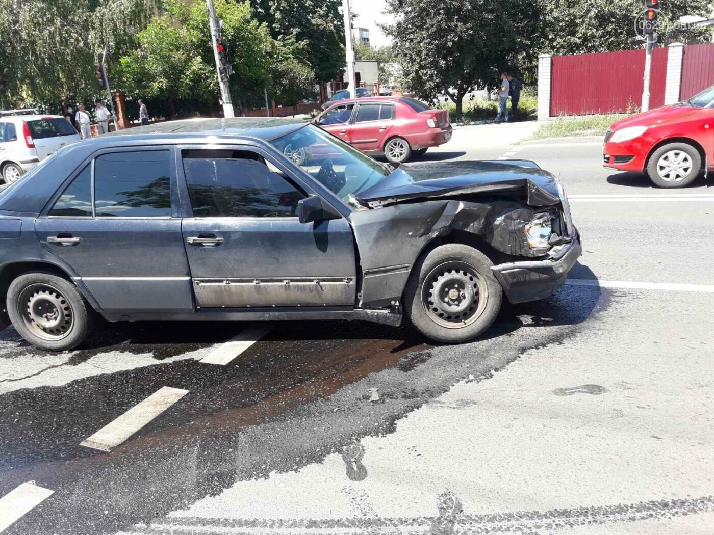 Снова ДТП! В Мариуполе на опасном перекрестке столкнулись Nissan и Mercedes. Пострадала девушка-водитель, - ФОТО, ВИДЕО, фото-4