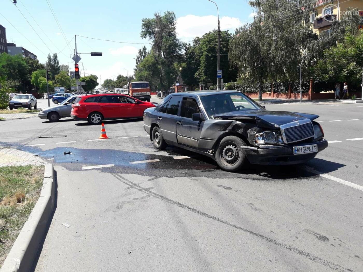 Снова ДТП! В Мариуполе на опасном перекрестке столкнулись Nissan и Mercedes. Пострадала девушка-водитель, - ФОТО, ВИДЕО, фото-6