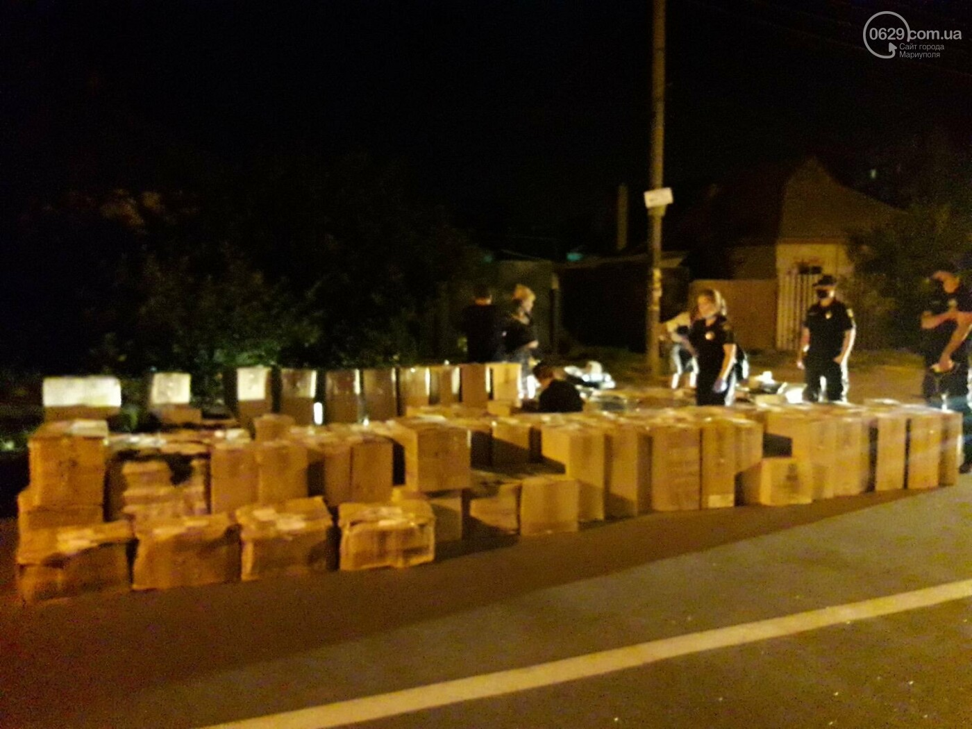 В Мариуполе автомобиль сбил полицейских, которые на дороге пересчитывали сигареты,- ФОТО, фото-3