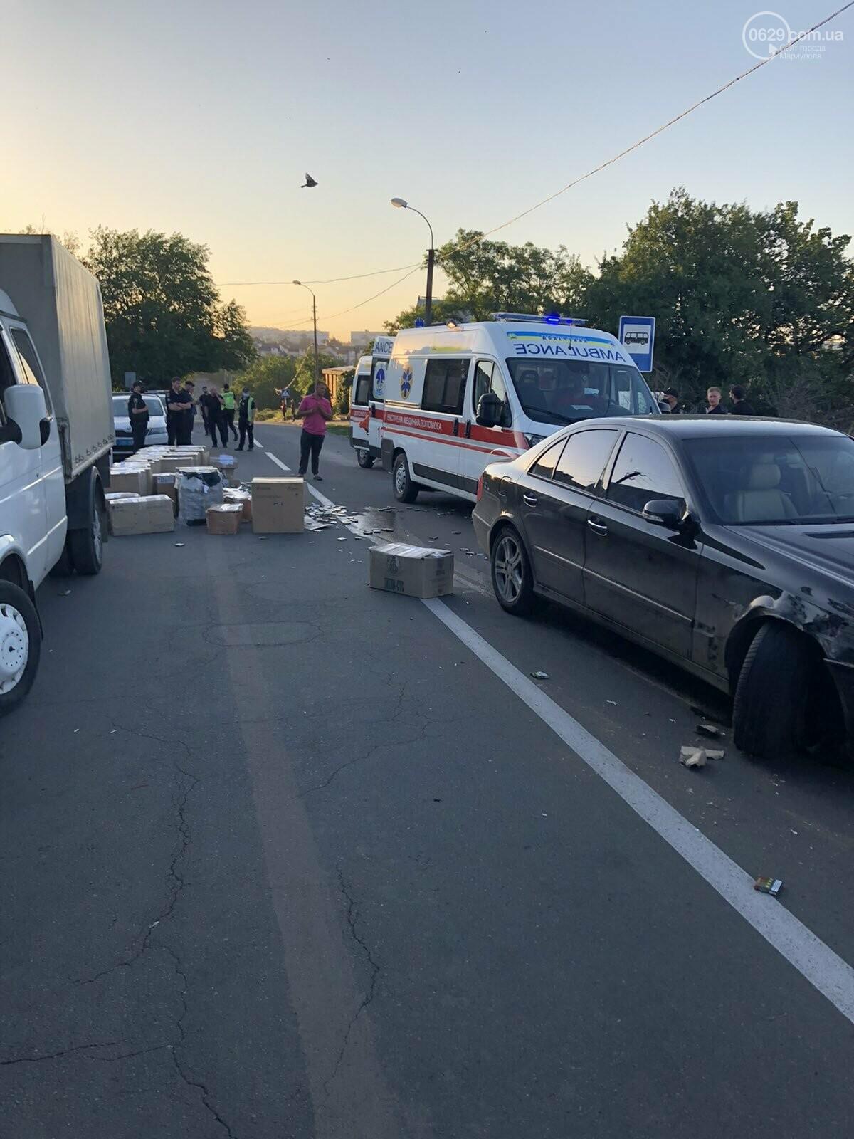 В Мариуполе автомобиль сбил полицейских, которые на дороге пересчитывали сигареты,- ФОТО, фото-9