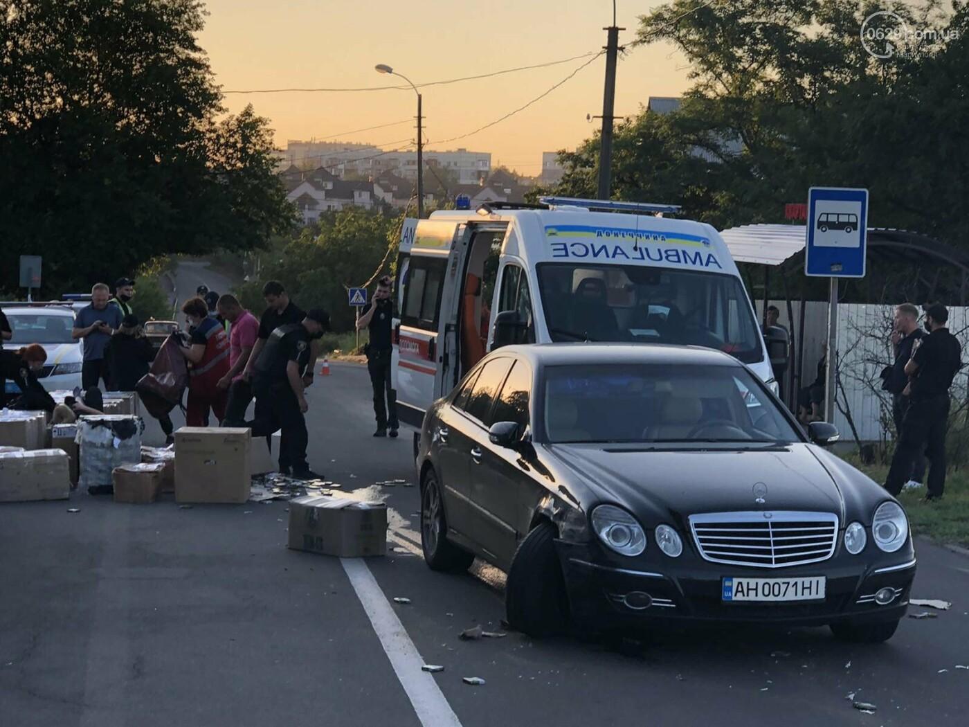 В Мариуполе автомобиль сбил полицейских, которые на дороге пересчитывали сигареты,- ФОТО, фото-5