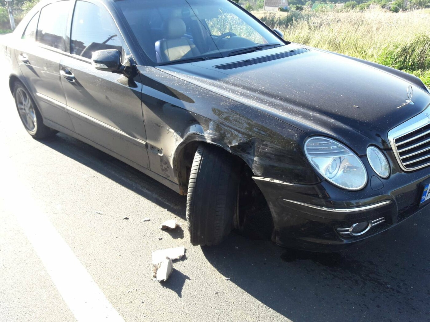 В Мариуполе автомобиль сбил полицейских, которые на дороге пересчитывали сигареты,- ФОТО, фото-8