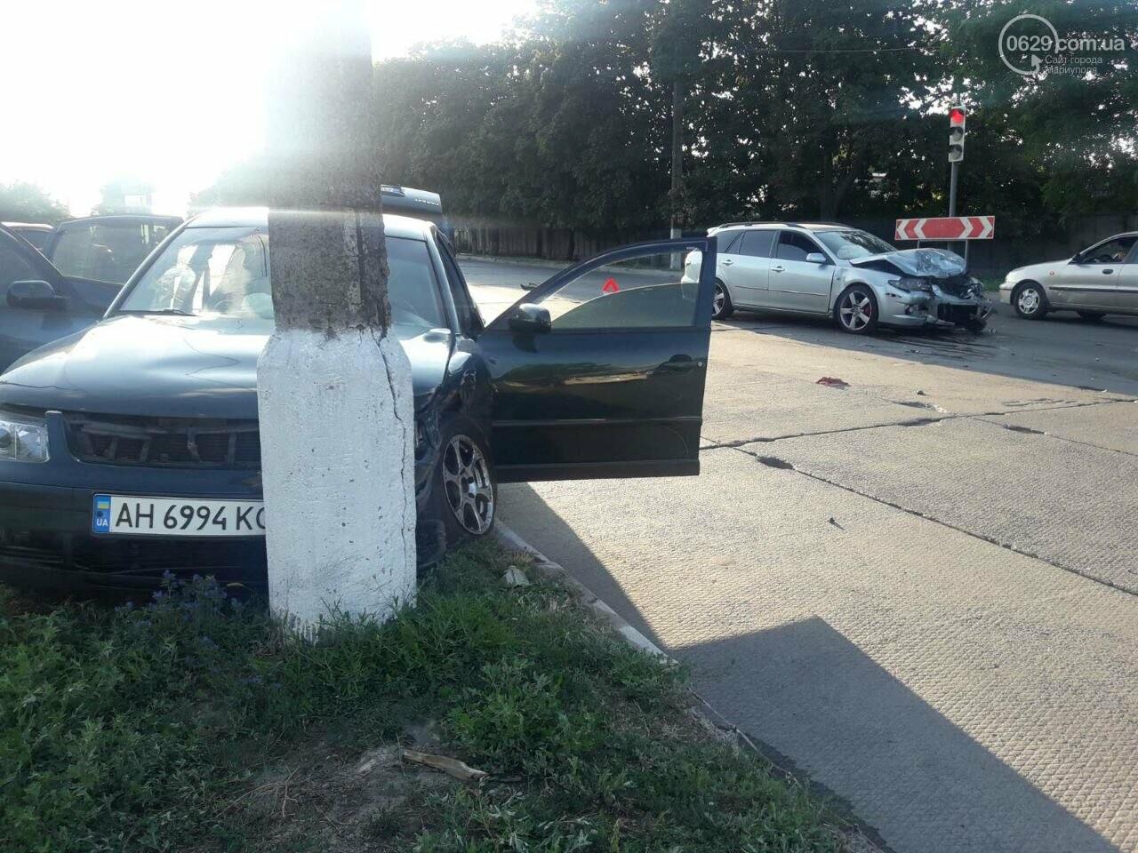 """ДТП """"всмятку"""". В Мариуполе столкнулись """"Мазда"""" и """"Фольксваген"""", фото-3"""