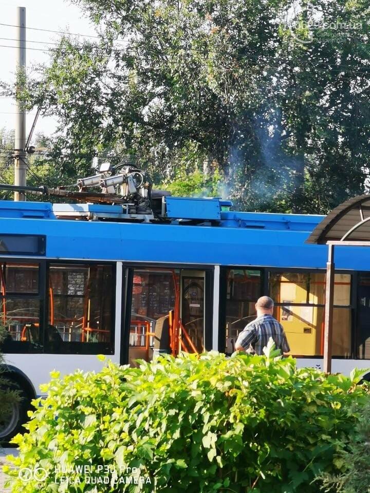 В Приморском районе Мариуполя задымился троллейбус,-ФОТО, фото-1