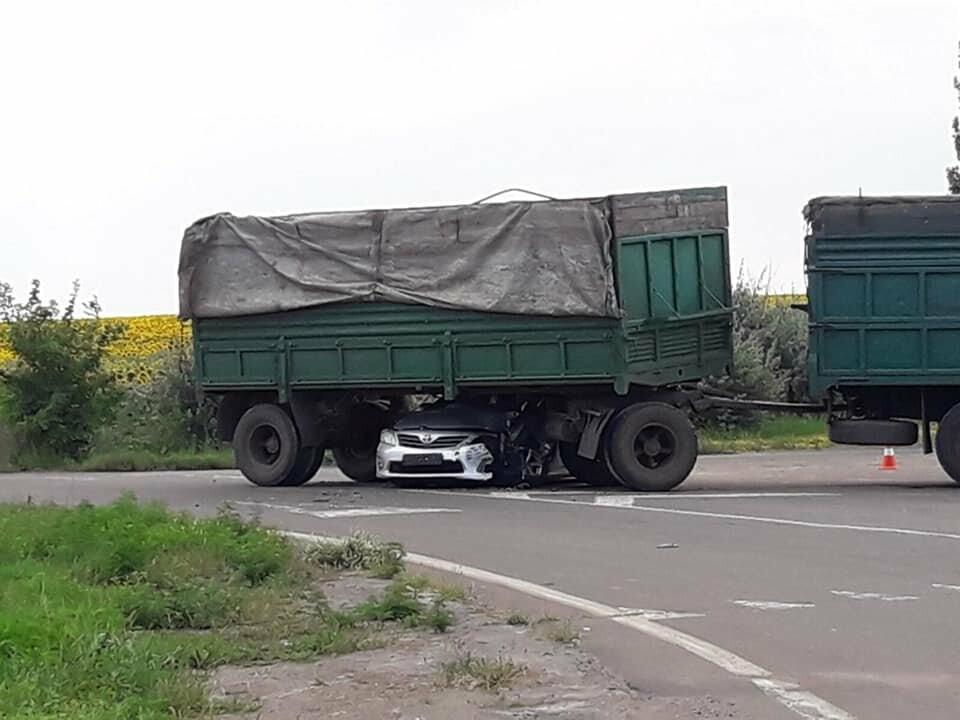 "Под Мариуполем ""Тойота"" влетела под КамАЗ, - ФОТО, фото-4"