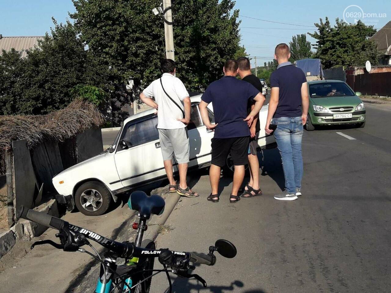 "В Мариуполе ""ВАЗ"" влетел в забор жилого дома, - ФОТО+ВИДЕО, фото-2"