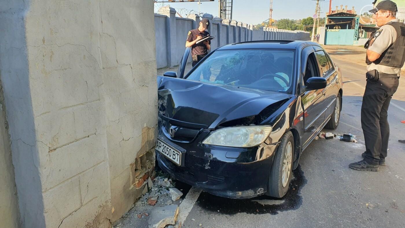 """На рассвете в Мариуполе """"Хонда"""" влетела в забор порта. Четверо пострадавших, - ФОТО, фото-1"""