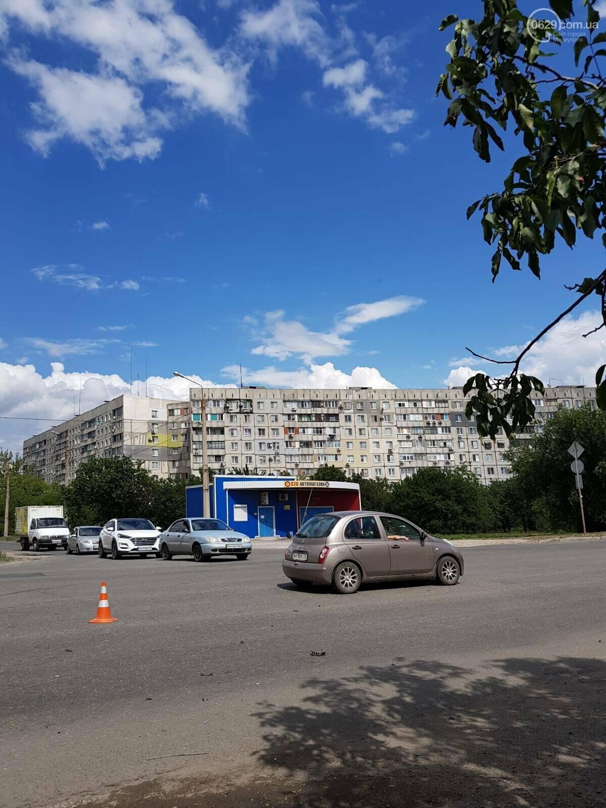 На  выезде из Мариуполя водитель такси сбил скутериста,-ФОТО, фото-1