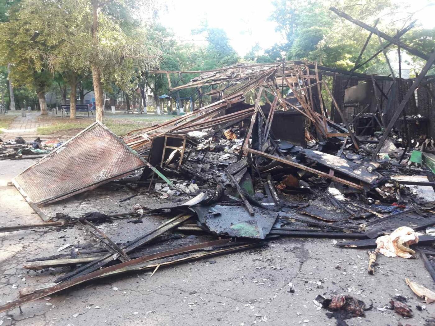 В Мариуполе на улице Куприна  горели книги,-ФОТО, фото-5