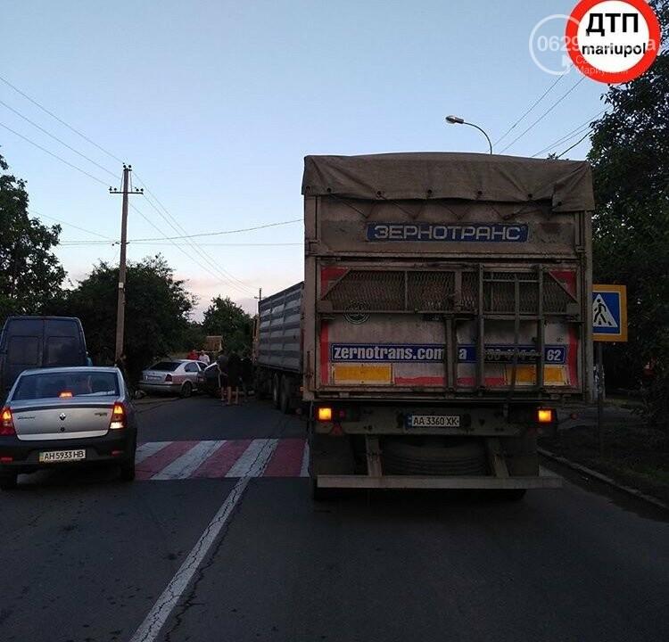 В Мариуполе легковушка столкнулась с зерновозом,-ФОТО, фото-3