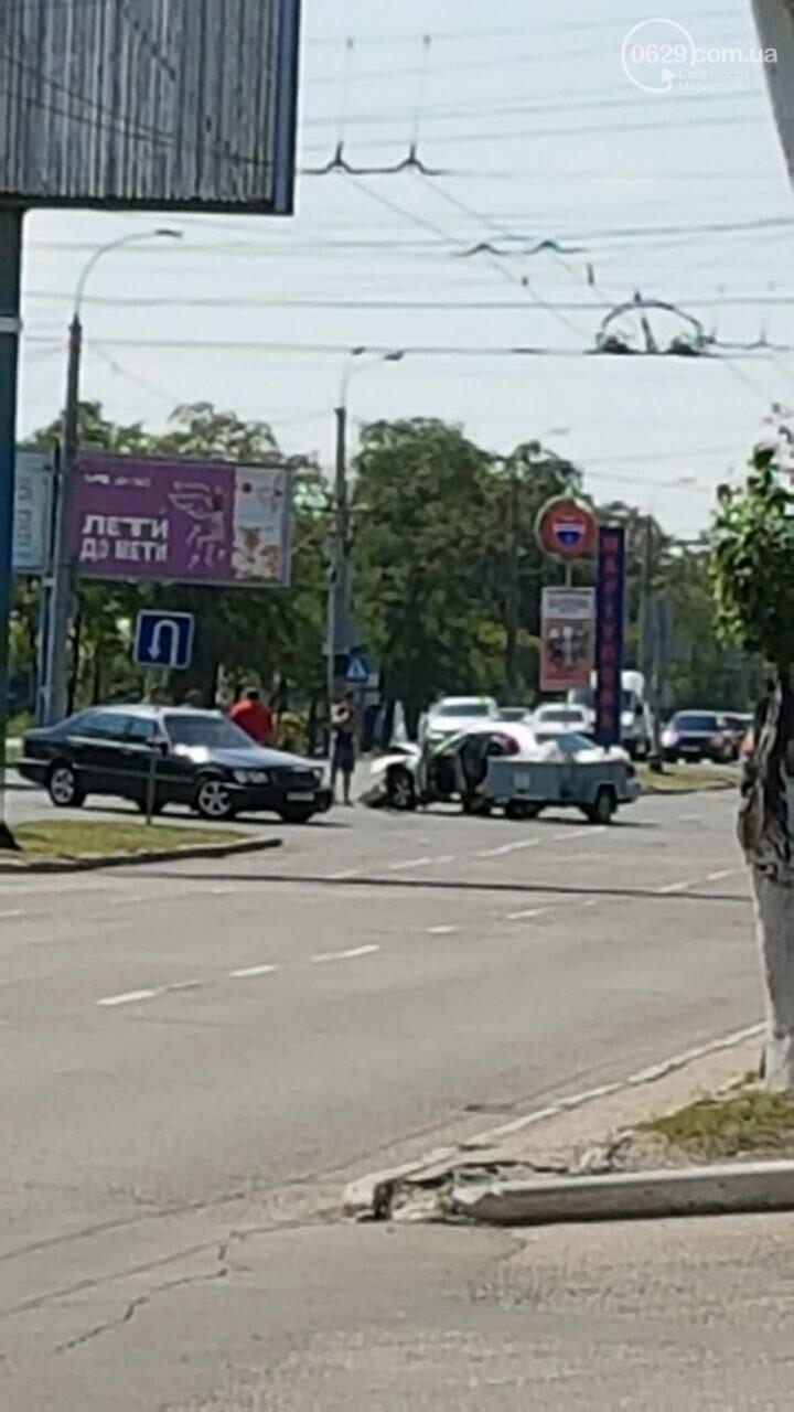 """В Мариуполе """"Мерседес"""" протаранил """"Мазду"""" и скрылся, - ФОТО, фото-1"""