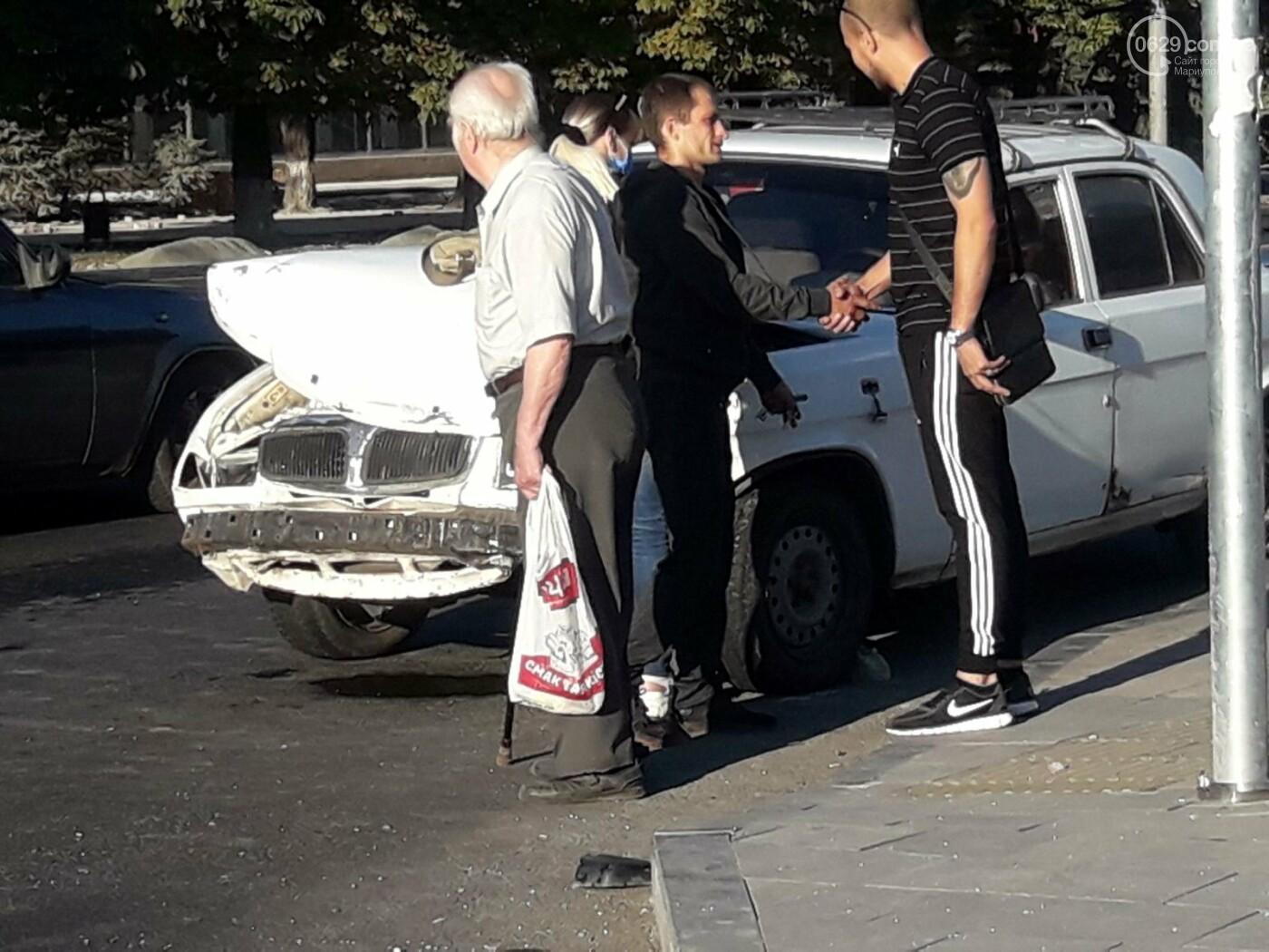 """В центре Мариуполя столкнулись 'Волга' и """"девятка"""". Есть пострадавшие, - ФОТО, фото-5"""