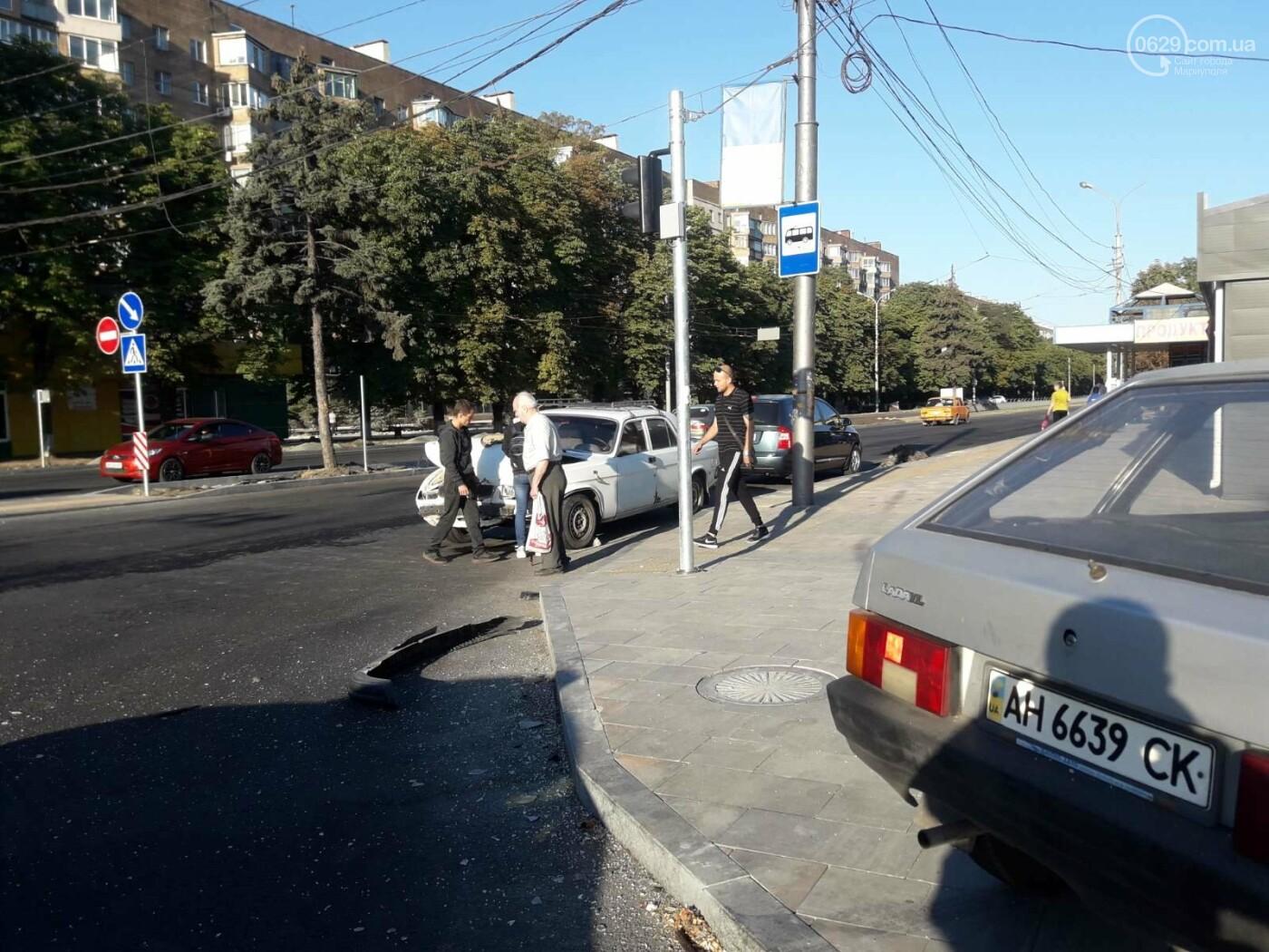 """В центре Мариуполя столкнулись 'Волга' и """"девятка"""". Есть пострадавшие, - ФОТО, фото-3"""