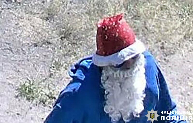В Мариуполе неизвестный в костюме Деда Мороза стрелял в охранника комбината им. Ильича. Пострадавший в тяжелом состоянии, - ФОТО, ДОПОЛНЕНО, фото-1